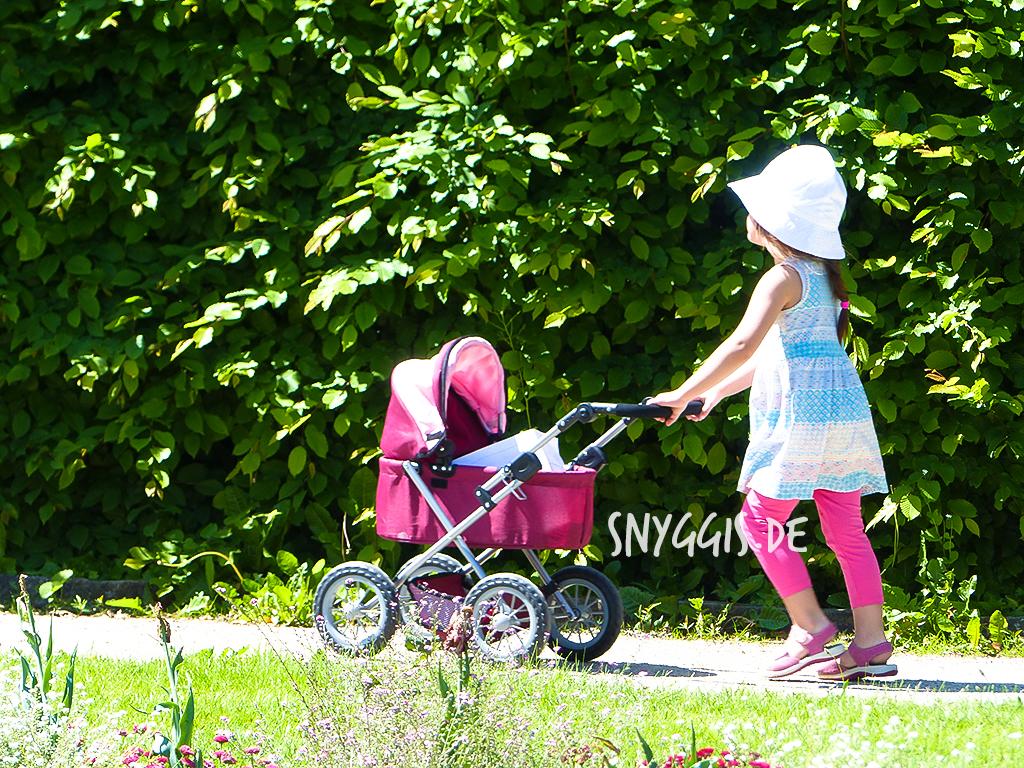 Ausflug mit dem Puppenwagen im Botanischen Garten