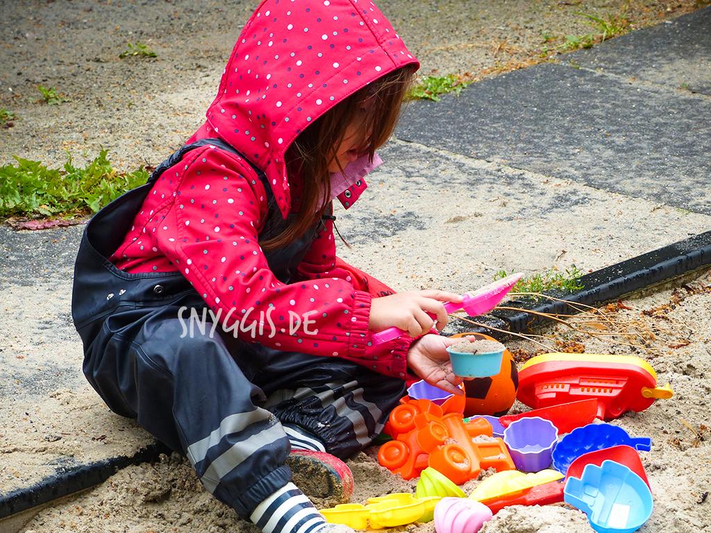 Sandeis und Sandkuchen bei Regen