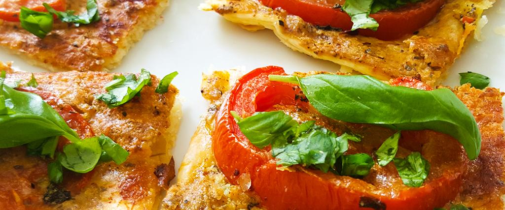 Blätterteig Quadrate mit Tomate und Basilikum