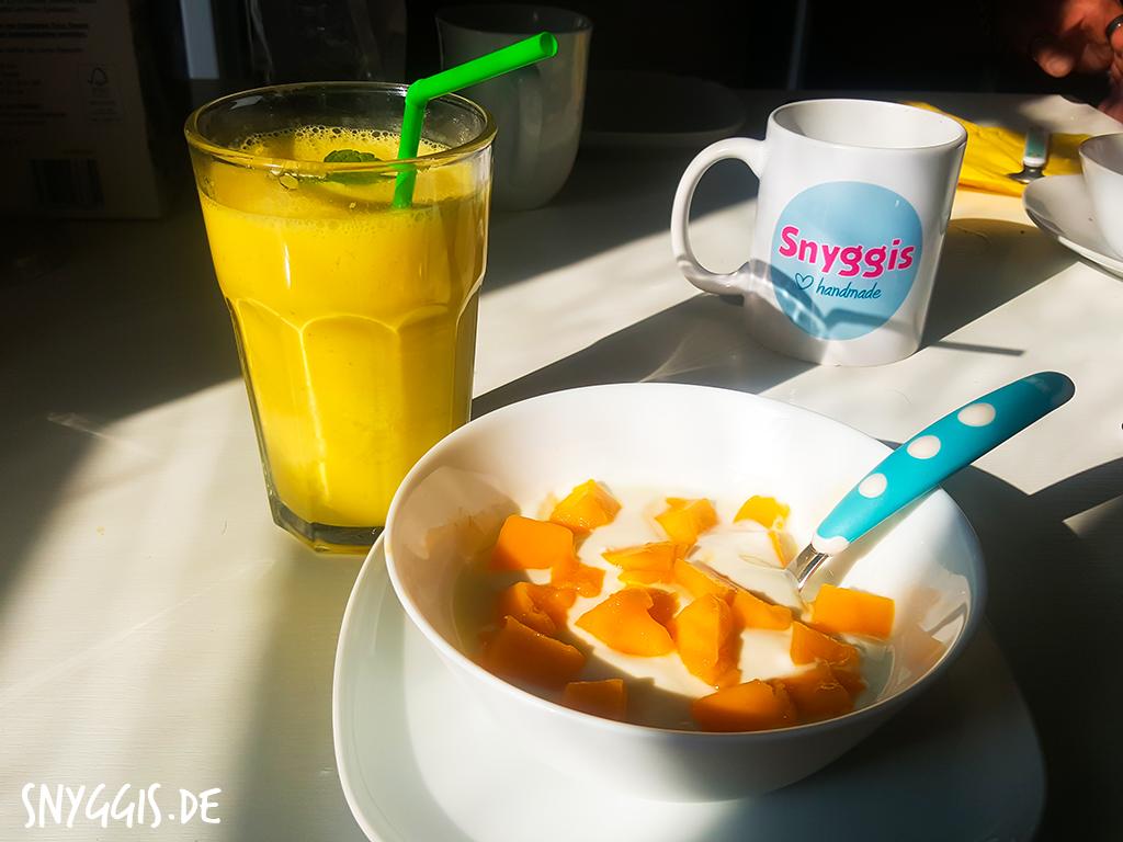 Frühstück mit Mango Lassi