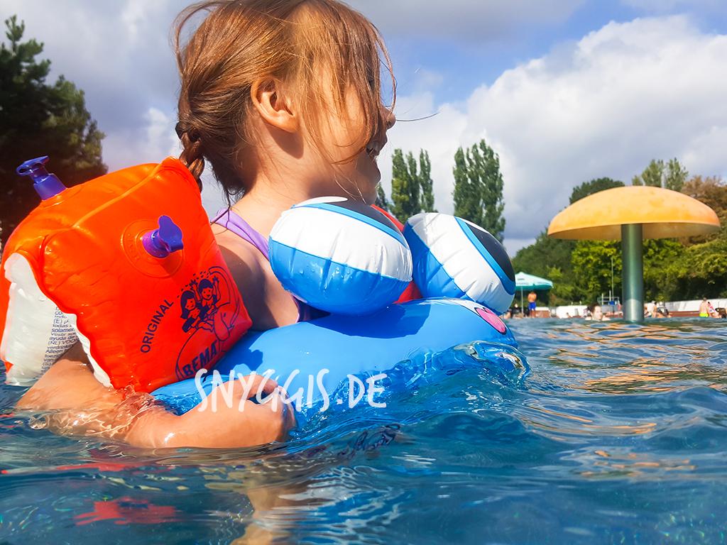 wir genießen die Zeit im Wasser