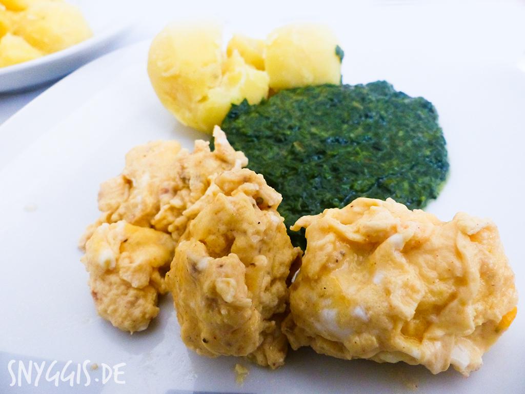 Rahmspinat mit Rührei und Kartoffeln