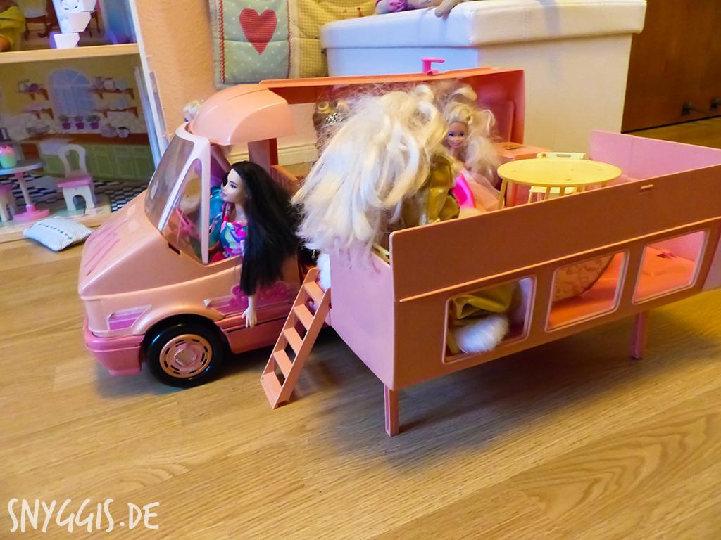 Barbies machen Campingurlaub