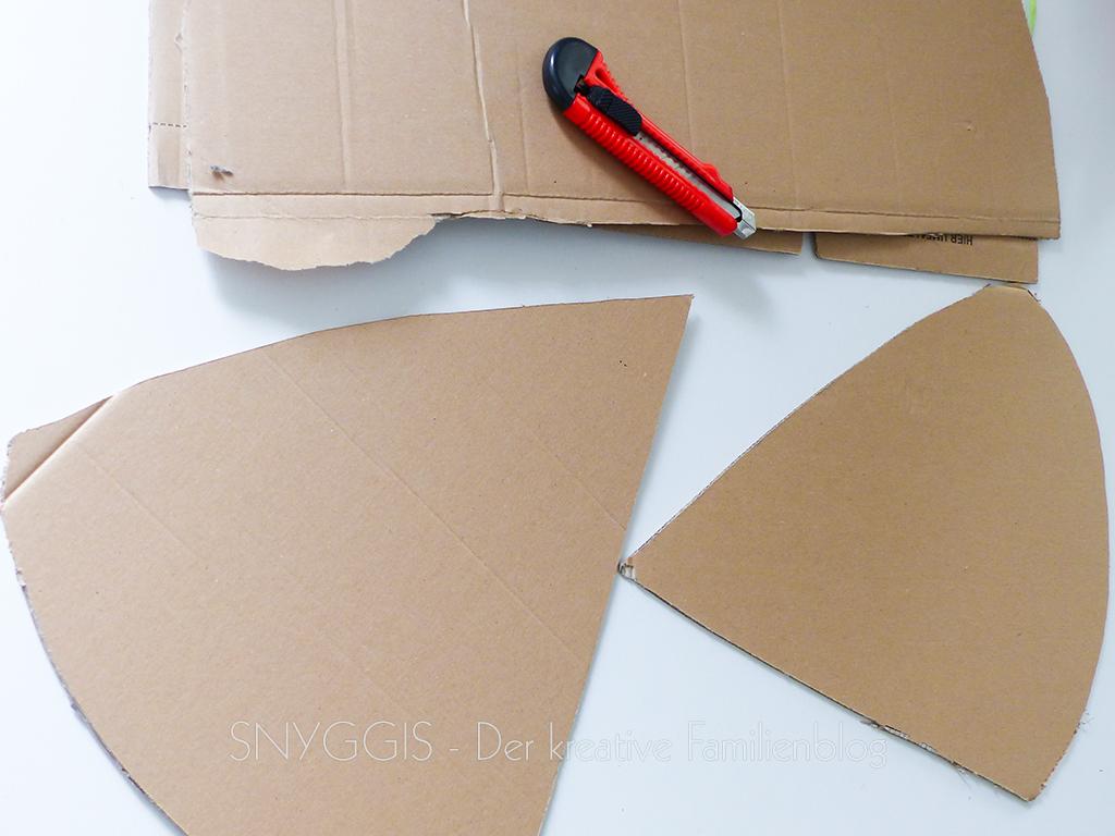 Pappe ausschneiden
