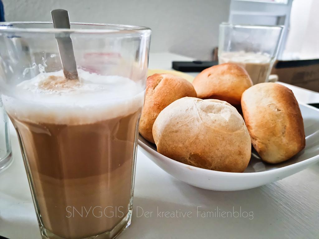 Brötchen-und-Kaffee-am-Sonntag