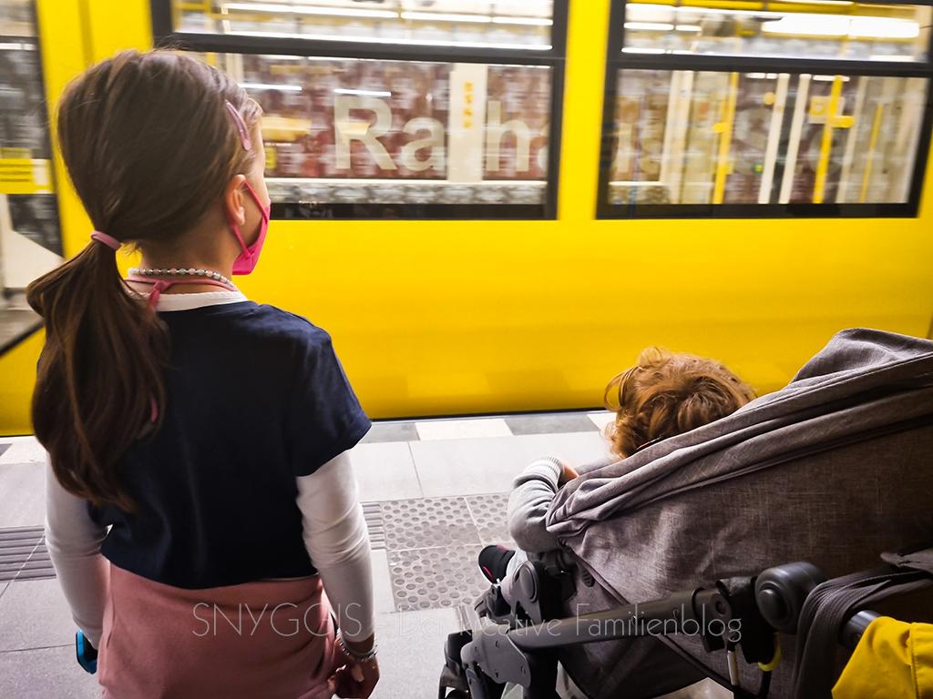 auf-die-Bahn-warten